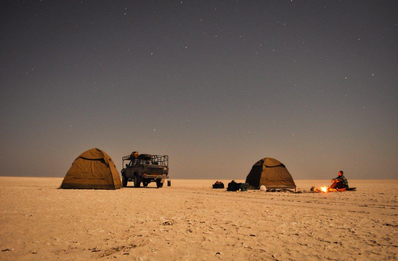 Acampar sob estrelas no deserto do Kalahari, Botswana