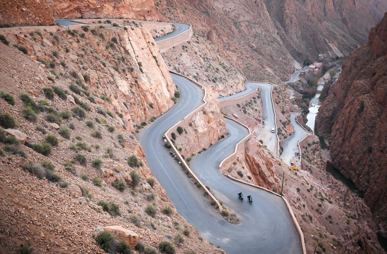 ciclistas no Alto Atlas, em Marrocos.