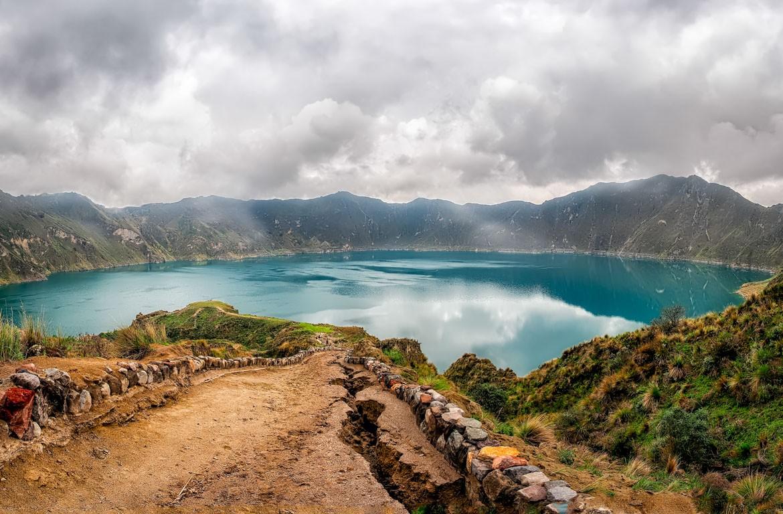 Lago na Cratera do vulcão Cotopaxi, no Equador