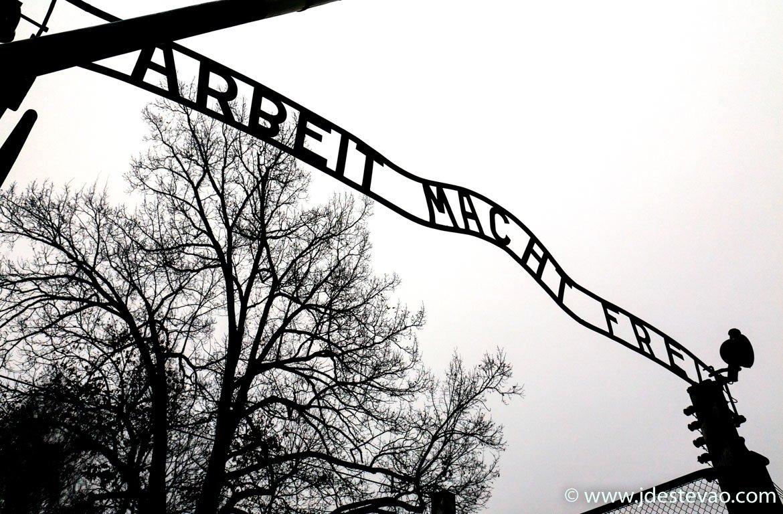 arbeit macht frei, O trabalho liberta, Auschwitz, Polónia