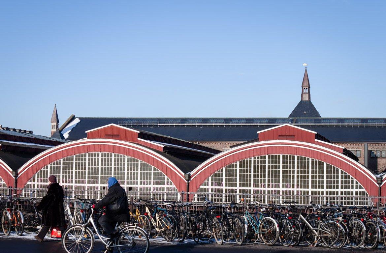 Bicicletas na Estação de comboios de Copenhaga, Dinamarca