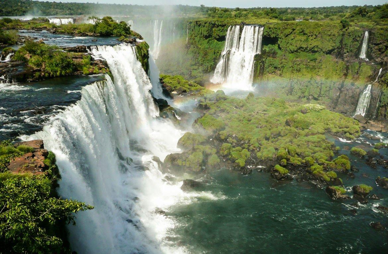 Arco-íris nas Cataratas de Iguaçu, Brasil, Argentina