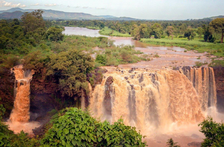Forte torrente nas Cataratas do Nilo Azul, em Isat, na Etiópia.