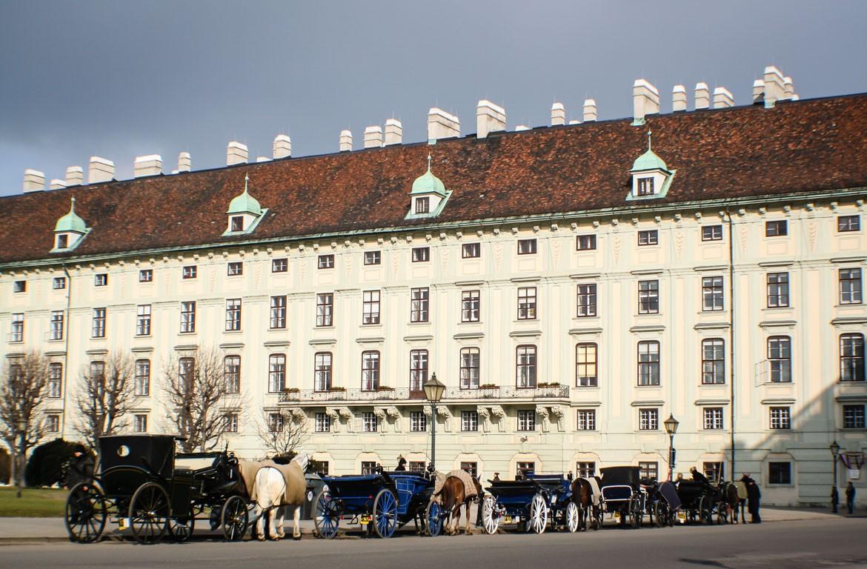 Cavalos e coches no quarteto dos museus, em Viena, Áustria