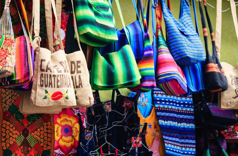 Mercado colorido na Guatemala
