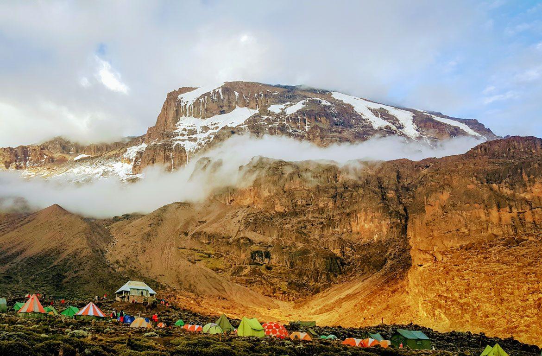 Campismo no Monte Kilimanjaro, na Tanzânia, África
