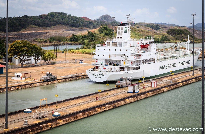 Navios no Canal do Panamá