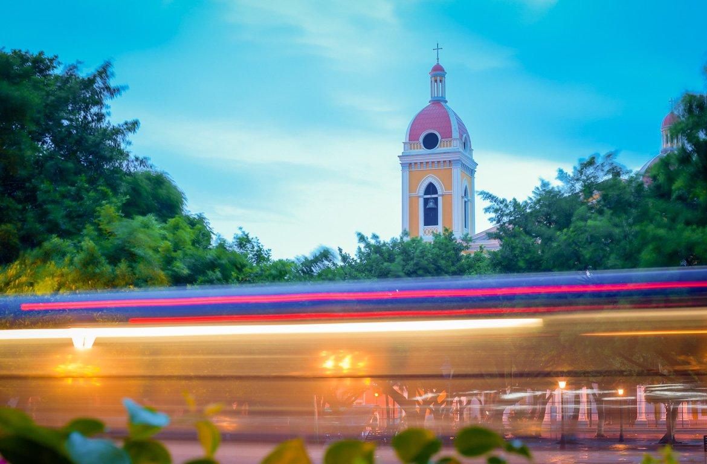 Noite na Catedral de Nossa Senhora da Assunção, em Granada, na Nicarágua