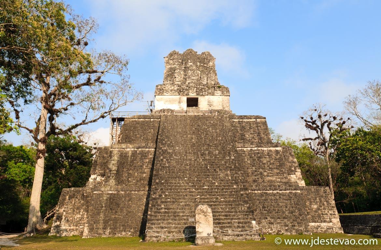 Templo do Jaguar nas ruínas Maia de Tikal, na Guatemala