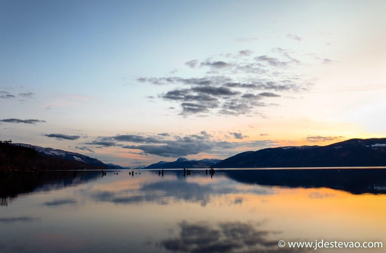 Pôr-do-sol no Loch Ness, Escócia