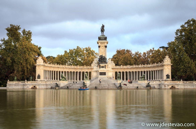 Pôr-do-sol no Parque de El Retiro, Madrid, Espanha
