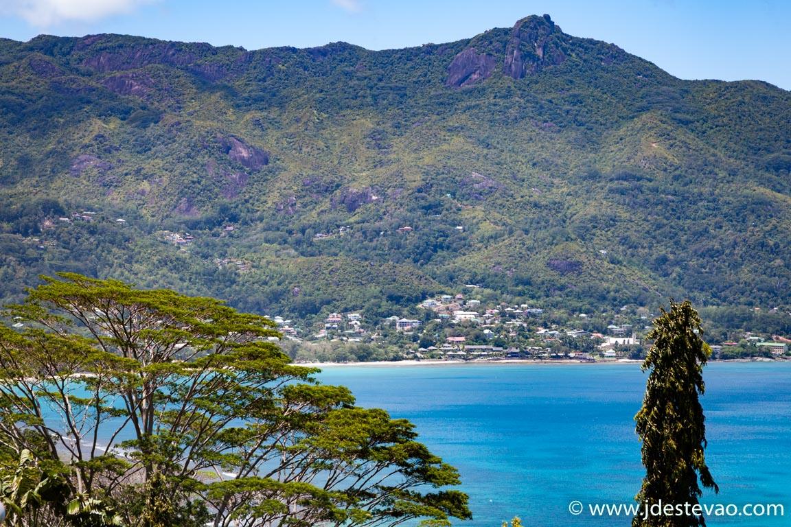 Praia nas Seychelles sem excesso de turistas
