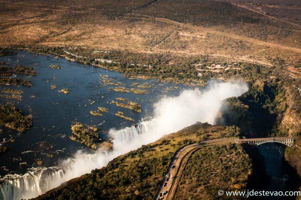 Vista aérea das Cataratas de Victoria, Rio Zambeze, Zimbabué