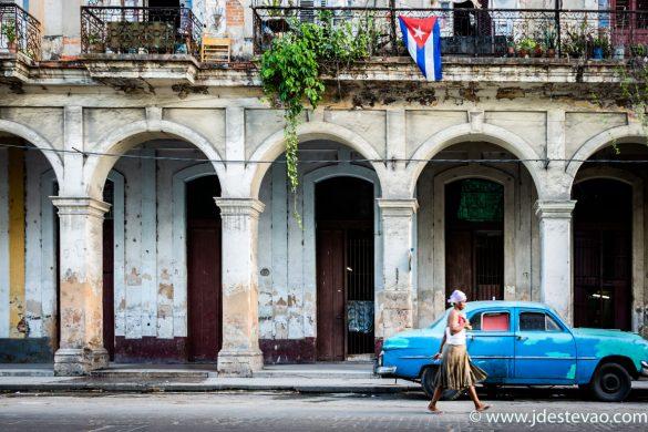 Carros clássicos em Havana velha, Cuba