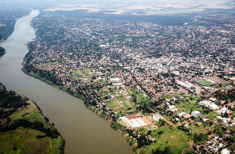 Vista aérea da Ciudad del Este, Paraguai