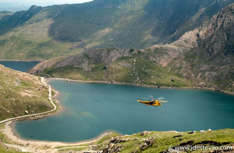 O helicóptero de salvamento é chamado para a Snowdonia, no País de Gales