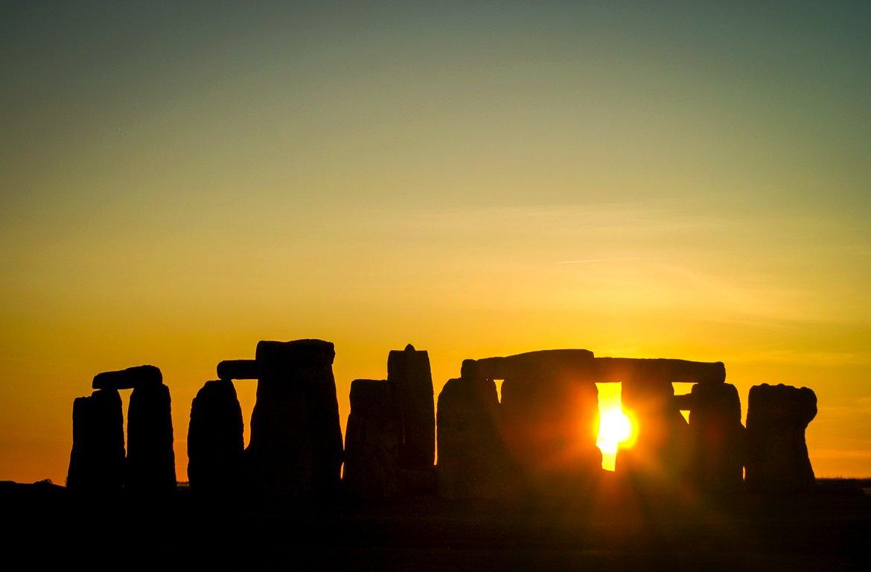 Pôr-do-sol em Stonehenge, Inglaterra