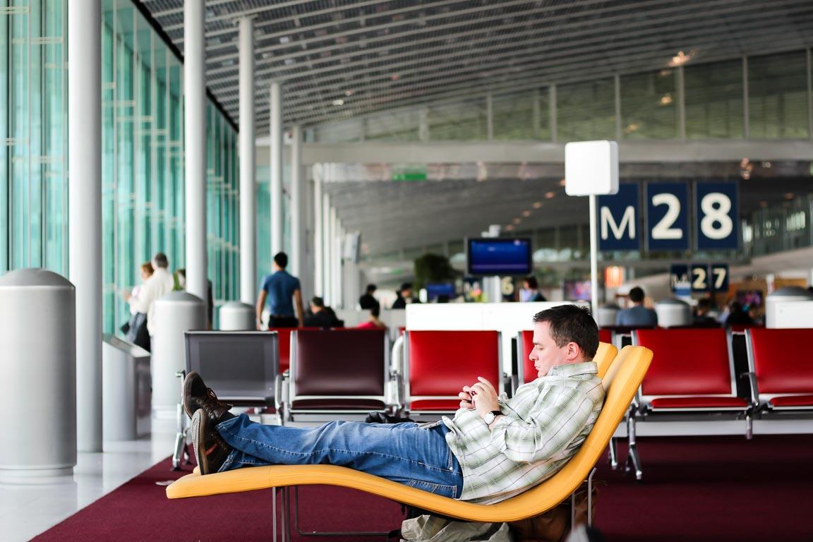 Acedendo à Internet no aeroporto