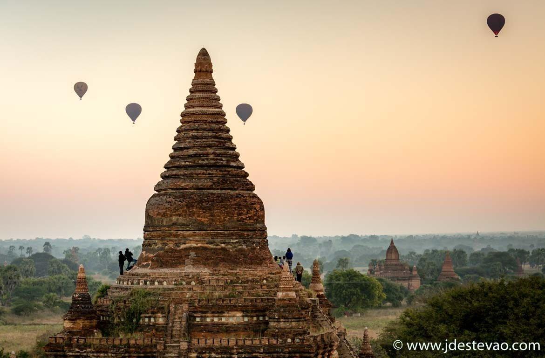 Nascer do sol em Bagan