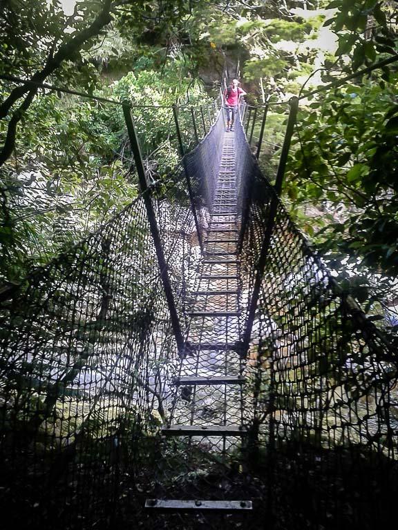Ponte de acesso às Cataratas de Wainui