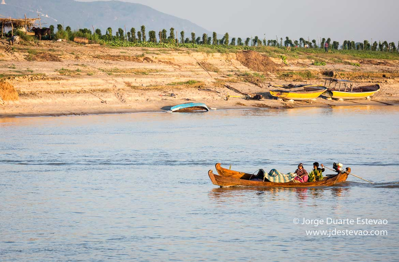 Barco entre Mandalay e Bagan