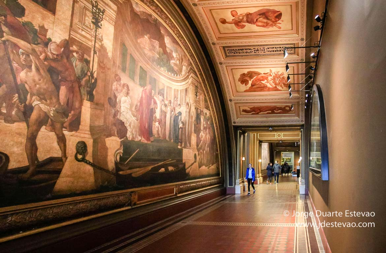 Victoria and Albert Museum,