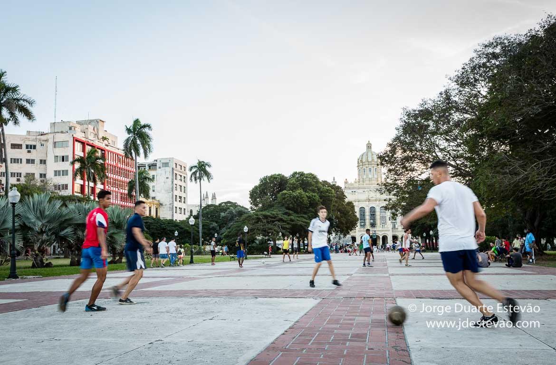 Futebol em Havana, Cuba