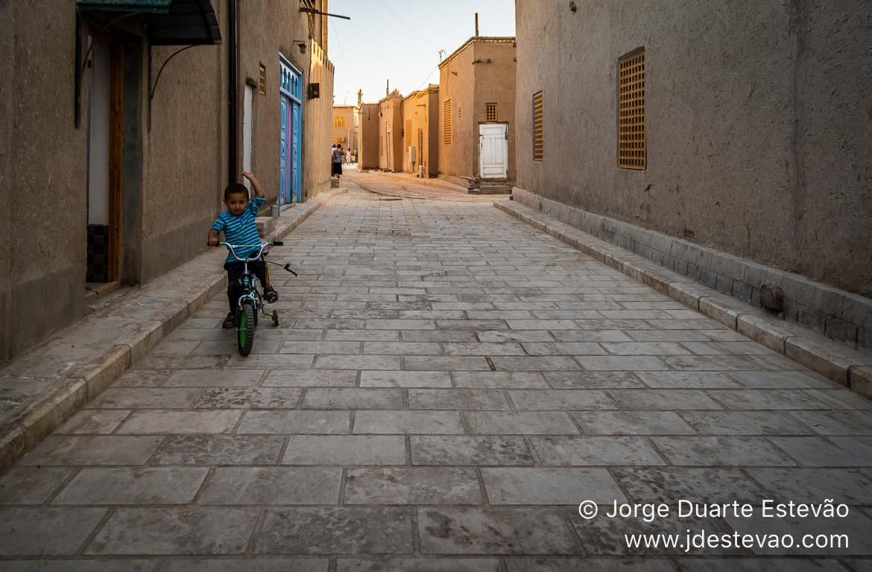 Crianças brincar, Khiva, Uzbequistão