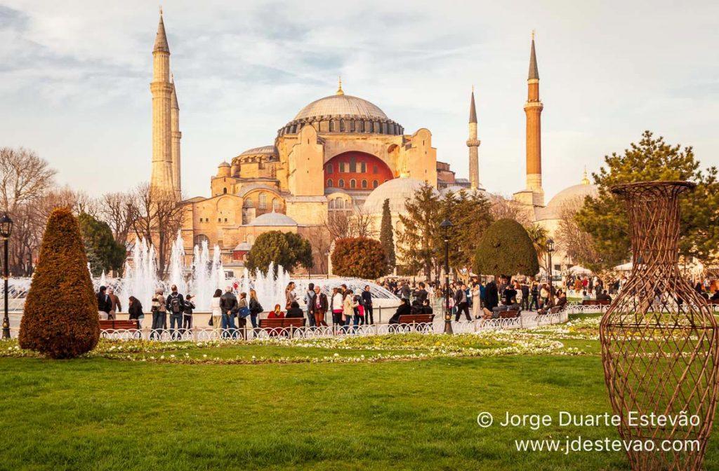 Hagia Sofia, Bairro de Sultanahmet