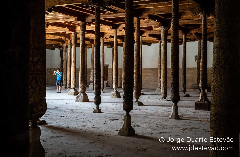Interior da Mesquita de Juma, Khiva, Uzbequistão