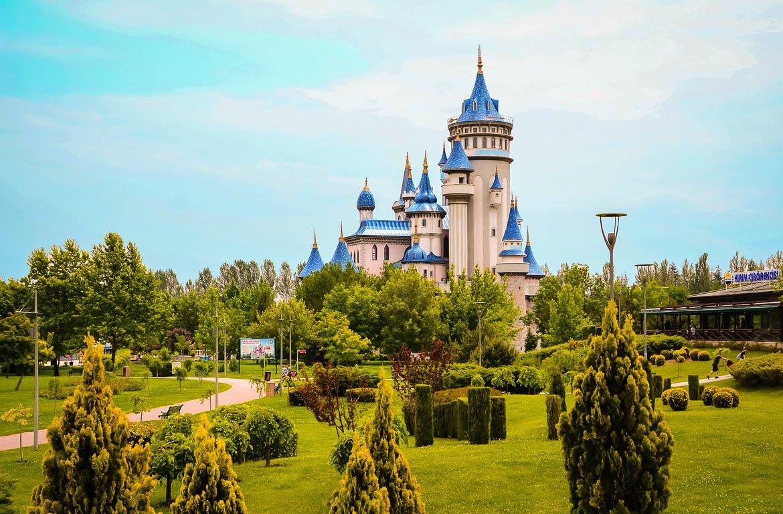 Castelo no Parque Sazova - Eskisehir, Turquia
