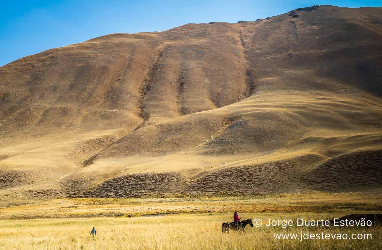 Criancas a cavalo no Quirguistão, Ásia Central