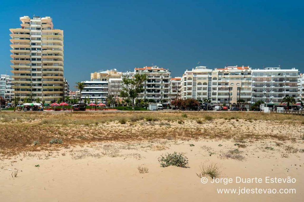 Prédios na Praia de Monte Gordo
