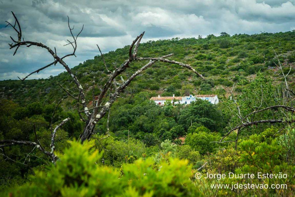 Serra do Caldeirão, Fonte Benémola