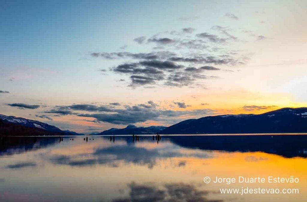 Pôr-do-sol no Loch Ness