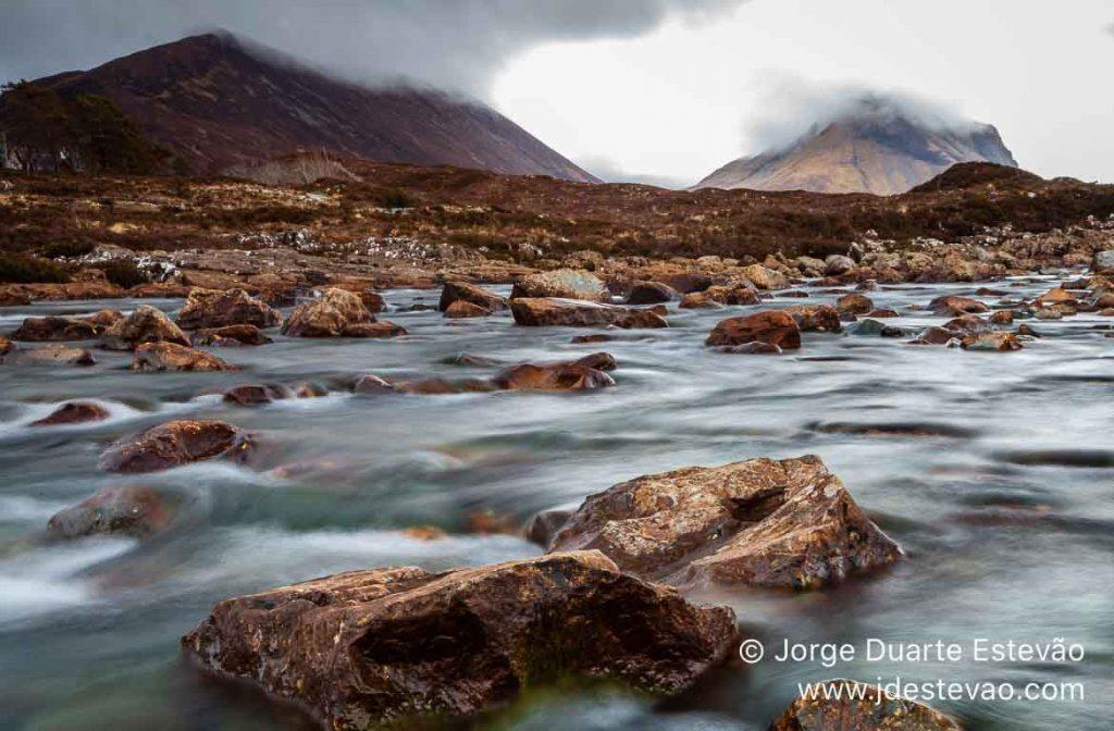 Rio Sligachan, Black Cuillin, Ilha de Skye, Escócia