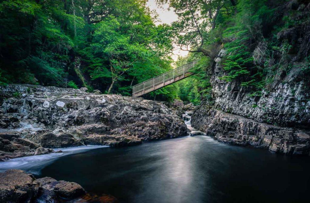 Rio em Betws-y-Coed, Snowdonia, Gales